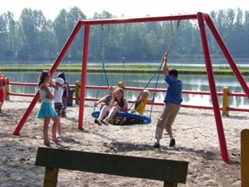 Outdoor-Spielplatz am Familienstrand